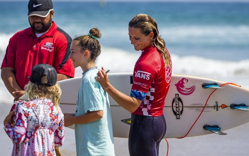 Women Make Big Debut, Men's Field Narrowed to 32 at Vans US Open of Surfing Presented by Swatch